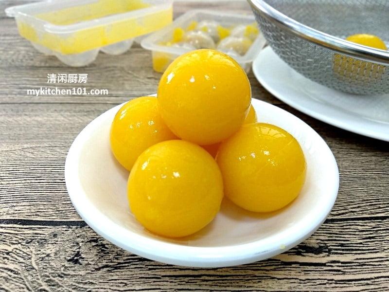燕菜月饼咸蛋黄