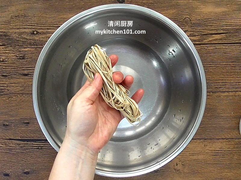 咸肉粽-烧肉干贝