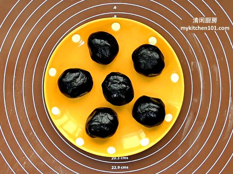 黑芝麻咸蛋黄酥