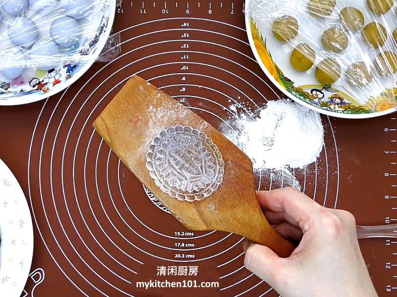 用甜番薯来制作低糖金瓜番薯馅红龟糕